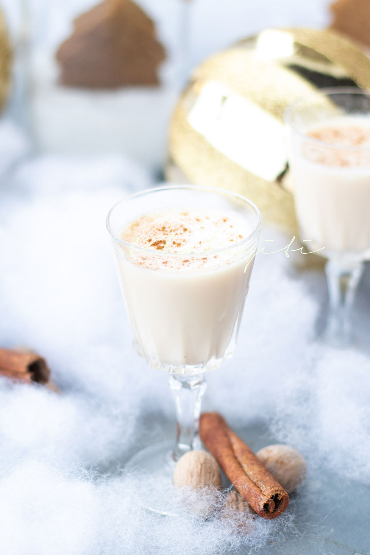 A creamy coconut based drink, cremas is Haiti's official Holiday drink. Prepare it yourself with our easy recipe. | tchakayiti.com