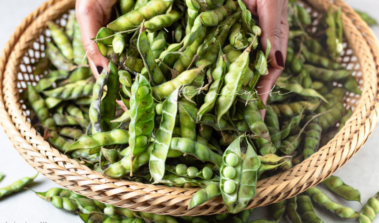 Called congo beans in Haiti, our pigeon peas are quite a treat. Read about my adventures with them on the blog. | tchakayiti.com