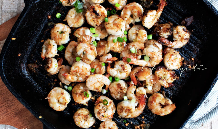 This spicy garlic grilled shrimp recipe includes a splash of rum. They'll keep you begging for more. | tchakayiti.com