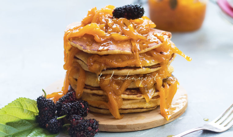 These pancakes are topped with a delightfully spicy mango chutney. A must try. | tchakayiti.com