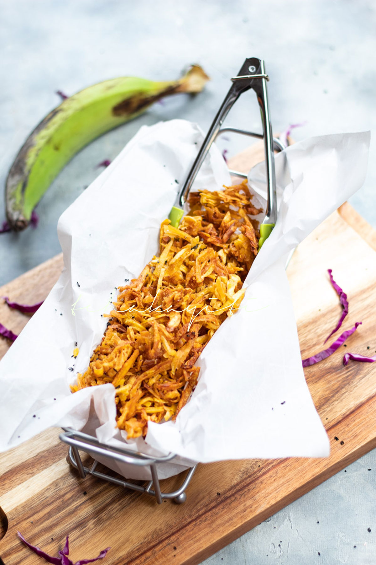 These fried grated plantain add the perfect crunch to any sandwich. | tchakayiti.com add the perfect crunch to an