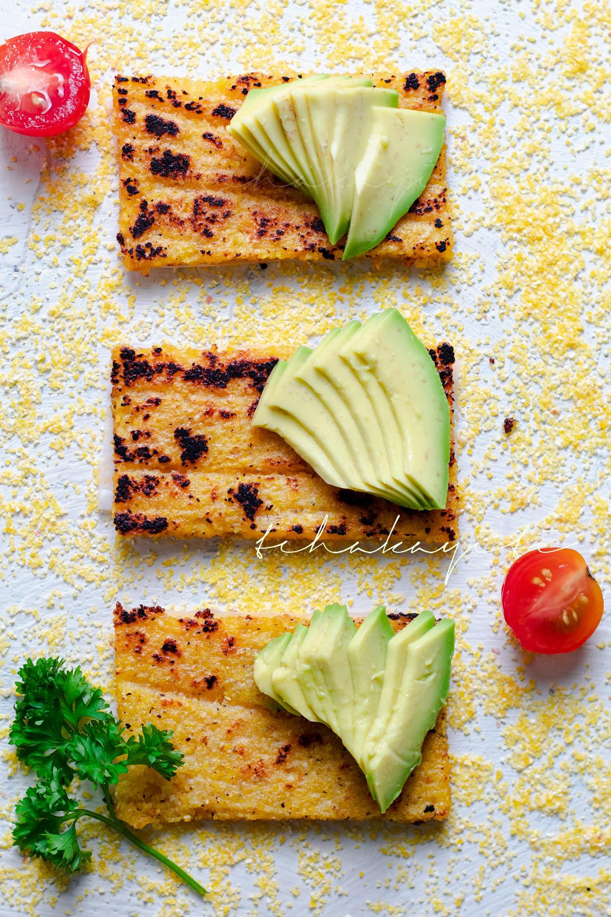 Grilled polenta taste juste as great as fried polenta. | tchakayiti.com