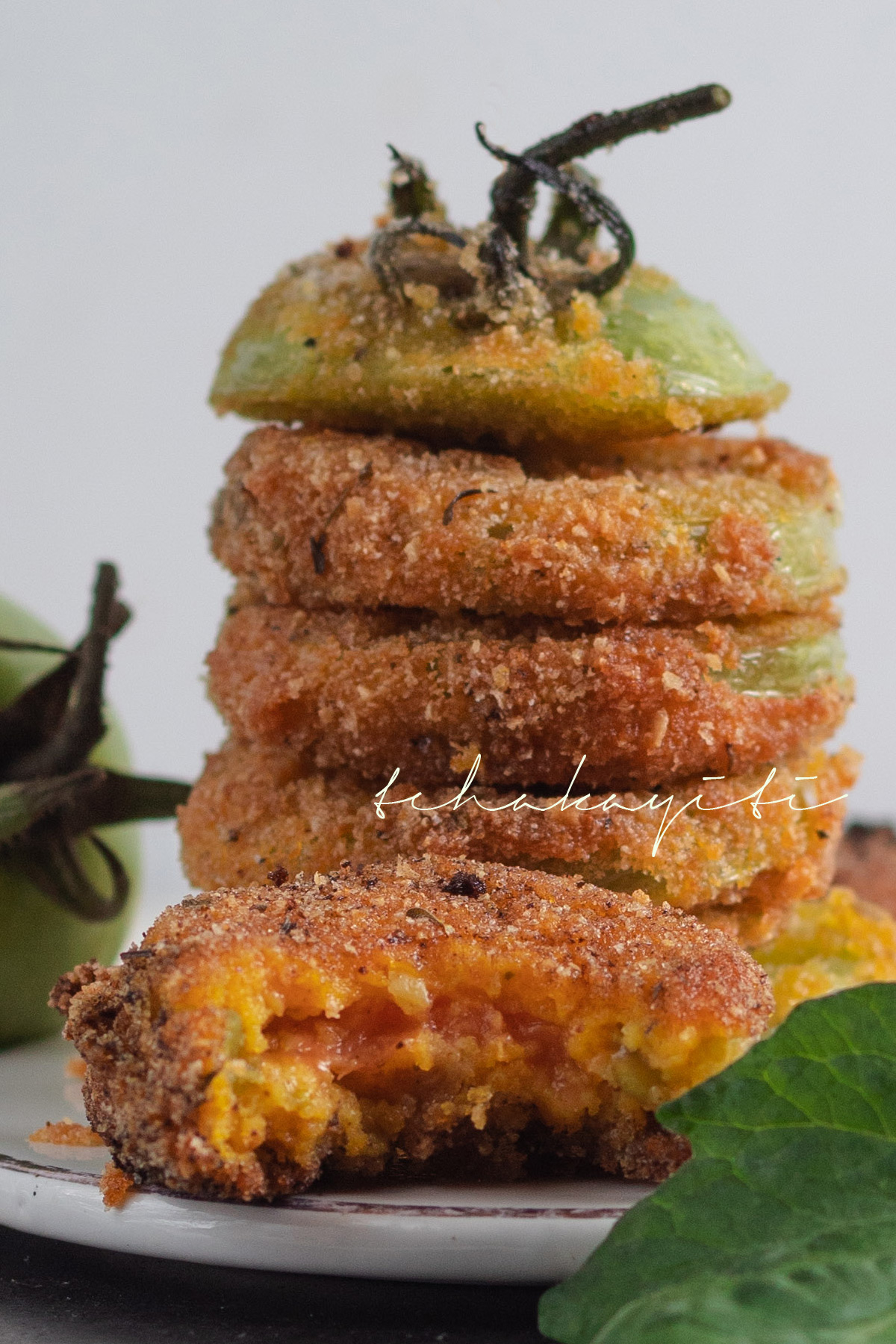 Fried Green Tomatoes: Crunchy on the outside, juciy on the inside | tchakayiti.com