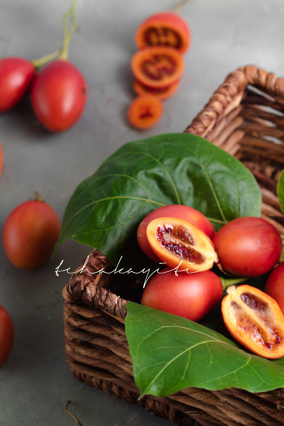 Tamarillos, also known as tree tomato, make for a bizarre fruit. Sweet and perfumy, their flesh may remind you of a distant cousin of tomatoes. | tchakayiti.com